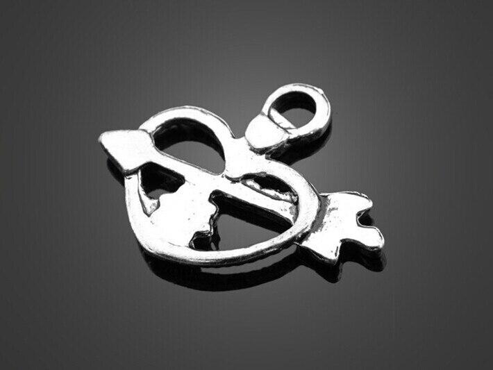 250 шт. старинное серебро стрелка через сердце Талисманы кулон-DIY Выводы Серьги Цепочки и ожерелья Braclet Интимные аксессуары 24.3 мм x 19.3 мм