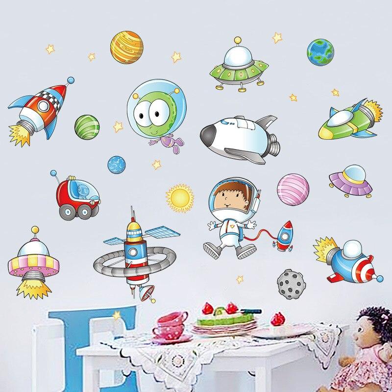 Мультяшная космическая подвеска в виде космонавта и планеты, Наклейки для декора стен для мальчиков, виниловые обои для детской спальни, самоклеющиеся обои, съемная наклейка