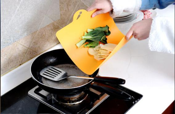 Plastic Antibacterial flexible PP hanging kitchen chopping cutting board Mats 2653