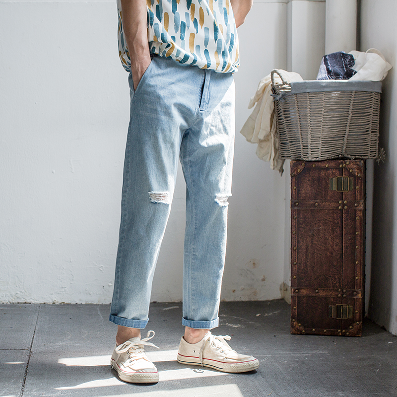 2018 Summer men thin slim cut holes, tapered feet, cotton casual jeans, jeans and jeans 29-32 High quality jeans