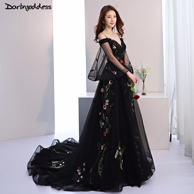 Black Gothic Wedding Dresses with Sleeves