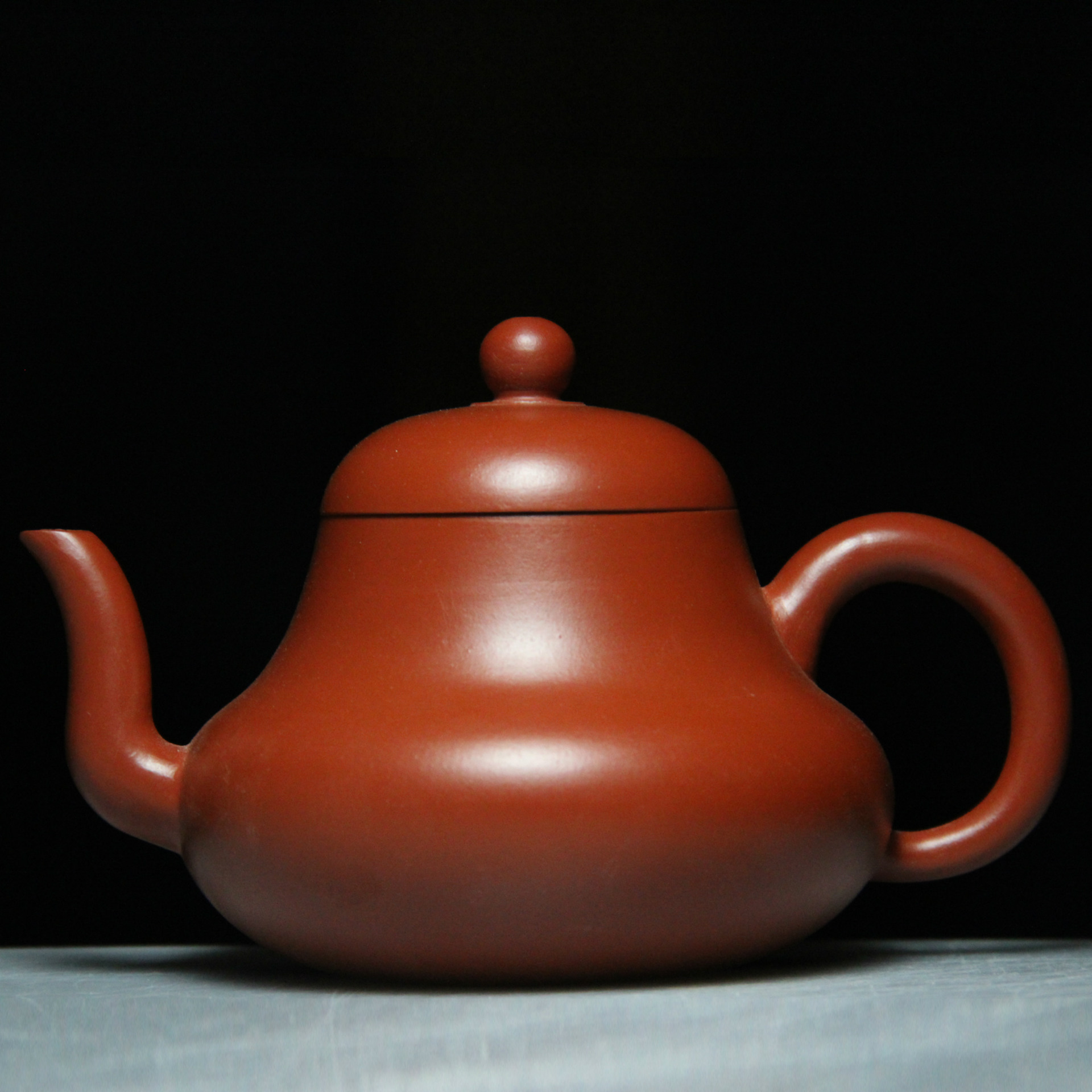 authentic Yixing teapot famous handmade teapot gold ore Zhu mud abalone POTauthentic Yixing teapot famous handmade teapot gold ore Zhu mud abalone POT