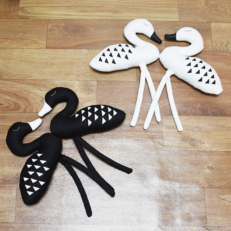 Hot Sale White&Black Swan Pillow Cushion For Baby Kids Bed Room Decoration Cartoon Animal Swan Decoration Infant Kids Room
