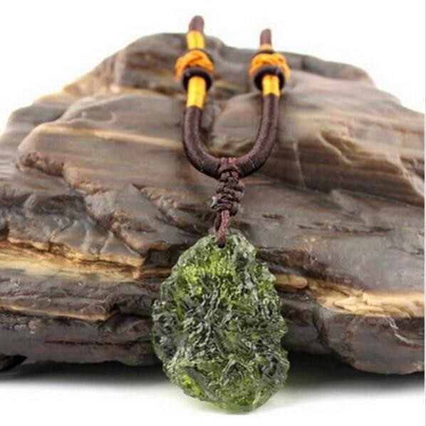Hot Sale A++ Natural Moldavite Green Aerolites Crystal Stone Pendant Energy Apotropaic4g-5g/ Lot+ Free Rope Unique Necklace