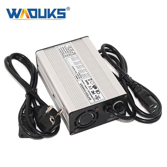 58.8V 2A Caricatore 58.8V Li Ion Battery Charger Per 14S 51.8V Lipo/LiMn2O4/LiCoO2 Batteria caricabatterie Intelligente Auto Stop
