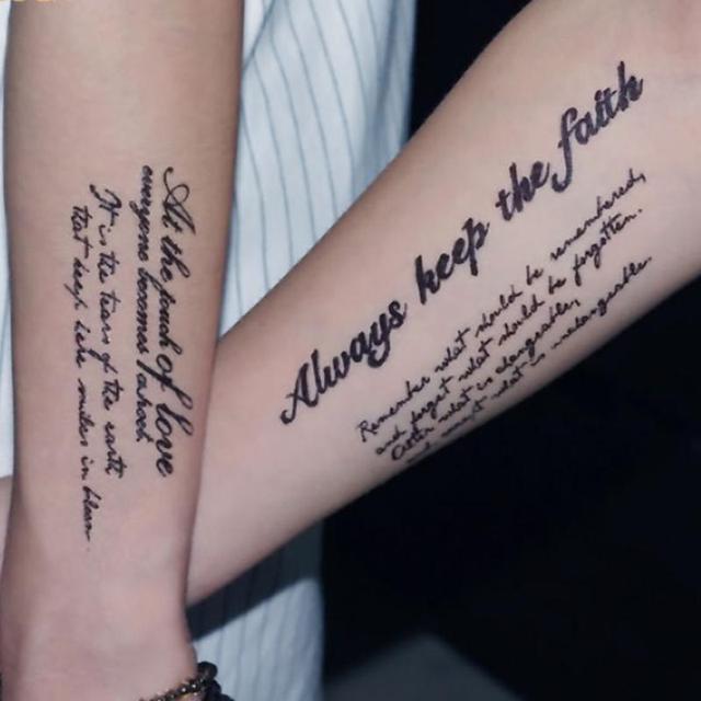 Tatuaje falso atractivo para hombres y mujeres de manga del brazo tatuaje falso Arte del cuerpo resistente al agua tatuajes temporales pegatinas @
