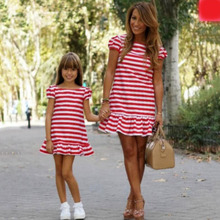 все цены на Lovely Summer Mother Daughter Dresses Red and White Lotus Hem Dress Matching Mother Daughter Clothes O-neck Short Sleeve Clothes онлайн
