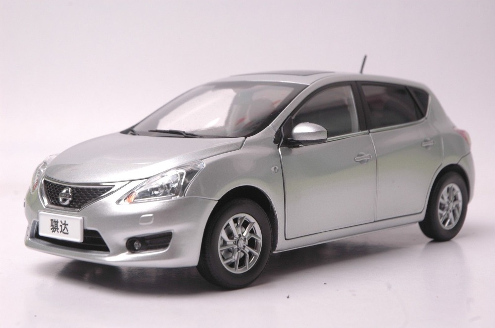 1:18 Diecast Model for Nissan Tiida Versa 2011 Black Hatchback Alloy Toy Car PULSAR nikko машина nissan skyline gtr r34 street warriors 1 10 901584 в перми