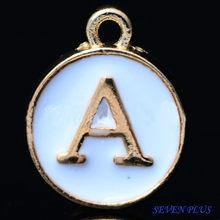 Alta qualità 10 pezzi/lottp 12mm * 14mm delicato colore oro Double face smalto bianco 26 lettere alfabeto fascini iniziali (T alla Z)
