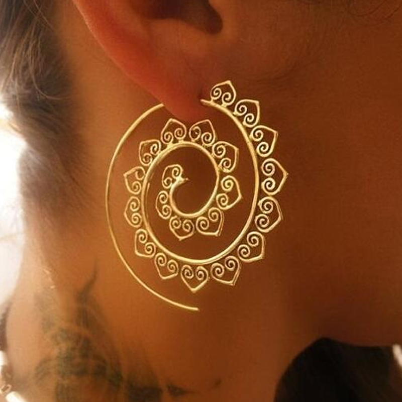 Vintage Punk Carved Circle Spiral Gold Color Earrings for Women Circle Leaf Whirlpool Gear Earrings Ear