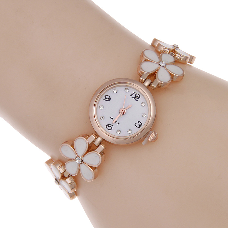 Luxury Rose Gold Daisy Women Bracelet Quartz Wristwatches Alloy Ladies Dress Watches Fashion Watch Relogio Feminino Reloj Mujer new fashion brand gold geneva casual quartz watch women crystal silicone watches relogio feminino dress ladies wristwatches hot