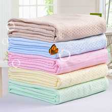 цена Bamboo Fabric Summer Quilt Baby Kids Throw Soft Towel Bath Bed Cover Solid Bedspread 200*230cm Throw Blankets for Children's онлайн в 2017 году