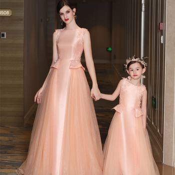 Maternity Gown Mommy and Me Baby Clothes Mother Daughter Wedding Dresses Flower  Lace Girls Dresses for Party Mom and Children