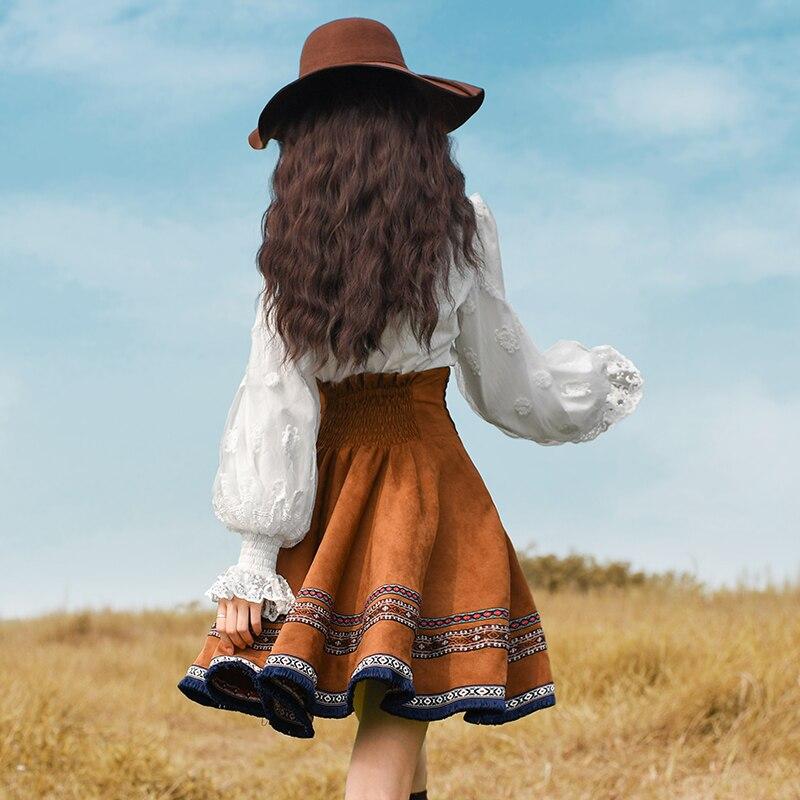 จัดส่งฟรี Boshow 2019 แฟชั่นมินิกระโปรงสั้นผู้หญิงเย็บปักถักร้อยแห่งชาติแนวโน้ม Suede กระโปรงฤดูใบไม้ผลิและฤดูใบไม้ร่วงสูงเอว-ใน กระโปรง จาก เสื้อผ้าสตรี บน   2
