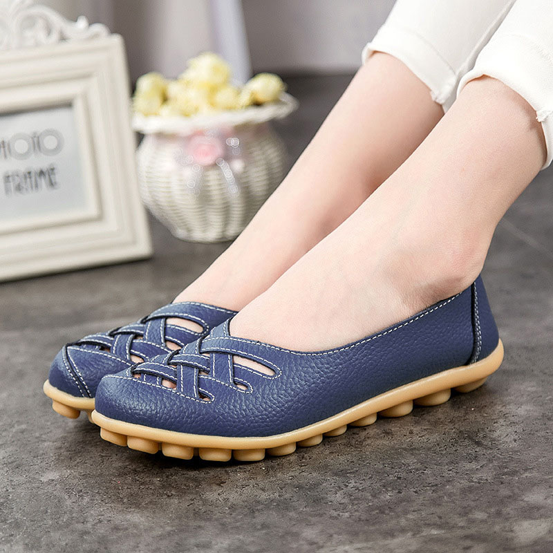 все цены на Plus Size 2017 Shoes Woman Oxfords Flats Genuine Leather women shoes Loafers Driving Shoes Moccasins Colors Slip On 348