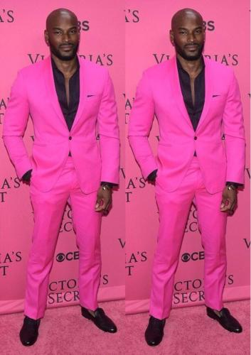 Einfache Art Und Weise Männer Anzüge Beliebte Rosa Mens Hochzeit Anzüge 2017 Zugeschnitten Bräutigam Partei Smoking Best Man Anzüge (Mantel + Pants + Bow)