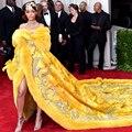 2016 Luxo Amarelo Celebridade Vestidos Para O Inverno Vestidos de Baile de Manga Longa com Bordados Royal Train robe de soirée De Pele Falsa