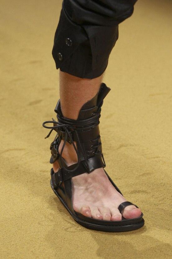 Verano Casual Roma playa sandalias para Hombres estilo Punk hombres sandalias de cuero genuino chanclas ankle botines planos de tirantes Mujers-in Sandalias de hombre from zapatos    1