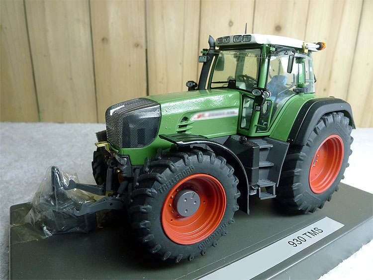 1:32 930TMS German high quality professional tractor quality model  Alloy collection model1:32 930TMS German high quality professional tractor quality model  Alloy collection model