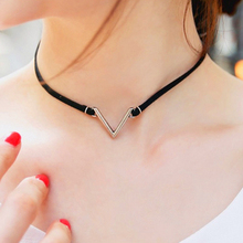 цены на Fashion V Shape Chokers Necklace Torques Summer Punk Style Black Short Velvet Collar Necklaces For Women Collares Collier Femme  в интернет-магазинах