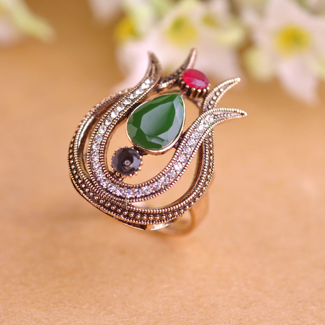 Blucome 2017 New Vintage Women Rings Antique Gold-color Water Drop Resin Lily Flower Ring Brand Turkish Party Jewelry Red Anel