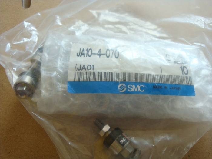 BRAND NEW JAPAN SMC GENUINE FLOATING JOINT JA10-4-070 brand new japan smc genuine gauge g36 4 01