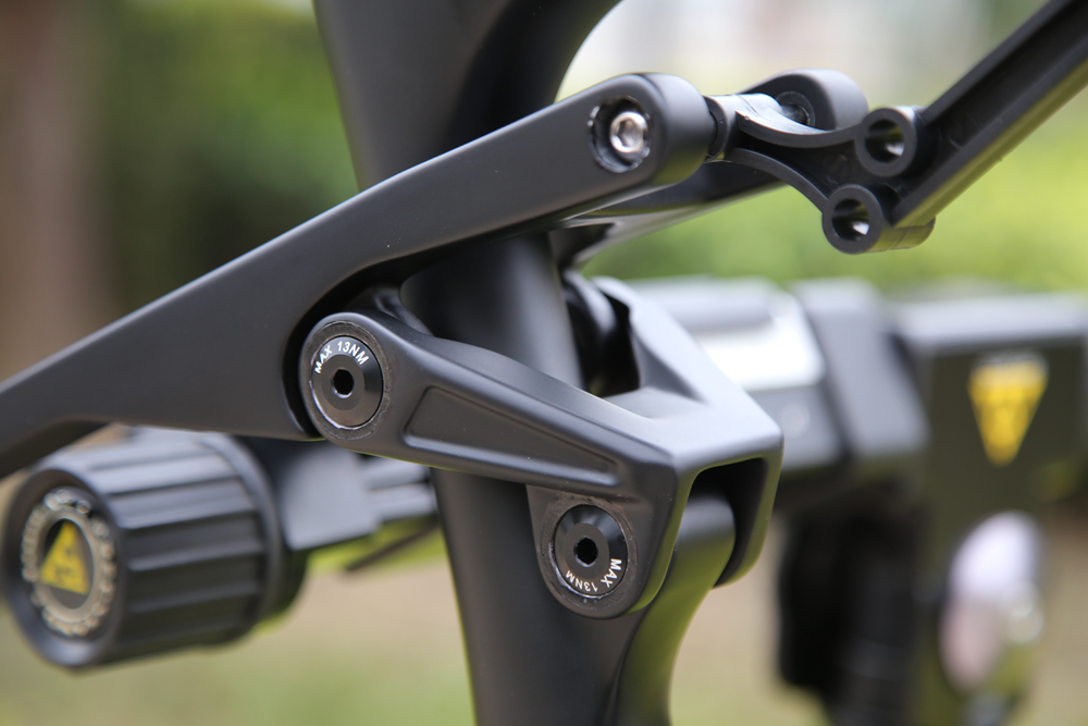 CARBON-SUSPENSION-BIKE-FRAME05