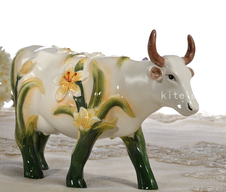 butterfly Ceramic creative cow Bull home decor crafts room decoration handicraft Cattle porcelain wedding decoration figurine in Figurines Miniatures from Home Garden