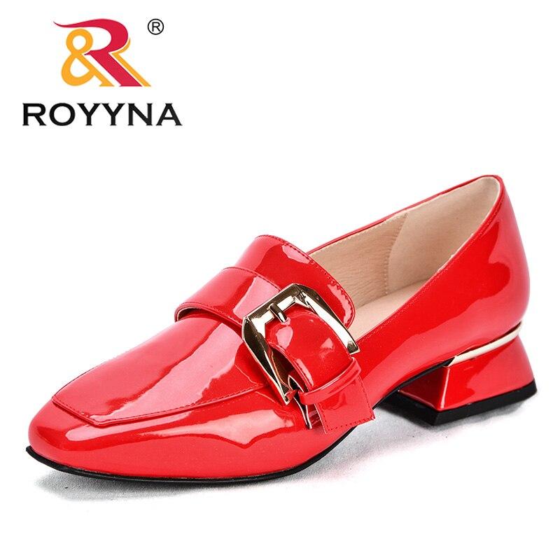 ROYYNA nouveau Style populaire femmes pompes Surface miroir microfibre Feminimo robe chaussures en métal décoration Ladt mariage chaussures lumière