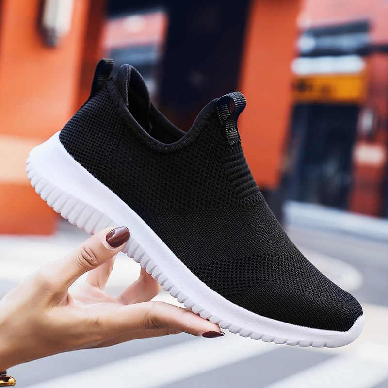 Летняя обувь женские кроссовки сетчатые повседневные Лоферы дышащие Flyknit женские туфли на плоской подошве модные теннисные удобные прогулочные туфли большой размер 43