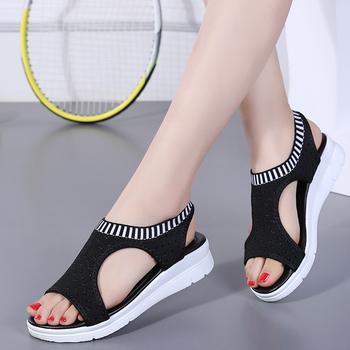 Plus rozmiar 35-44 kobiety sandały buty damskie kobieta lato klin wygodne sandały damskie Slip-on sandały na płaskim obcasie kobiety Sandalias tanie i dobre opinie KUEARYTN Mesh (air mesh) Gladiator Mieszkanie z Otwarta RUBBER Niska (1 cm-3 cm) 0-3 cm Na co dzień Gumką Pasuje prawda na wymiar weź swój normalny rozmiar