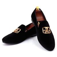 รองเท้าแต่งงานสำหรับผู้ชายจัดส่งบนรองเท้าชุดกะโหลกหัวเข็มขัดกำมะหยี่โลฟเฟอร์Zapatos Hombreสีแด...
