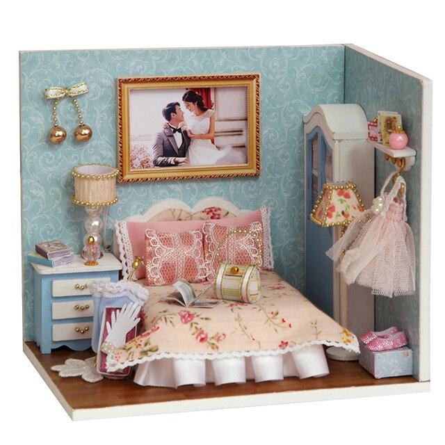 Fai da te in legno in miniatura casa delle bambole - Descrizione camera da letto in inglese ...