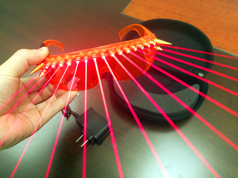 Les acteurs exécutent des lunettes laser émettrices de lumière DJ bar soirée partie jeu spectacle lunettes laser rivet