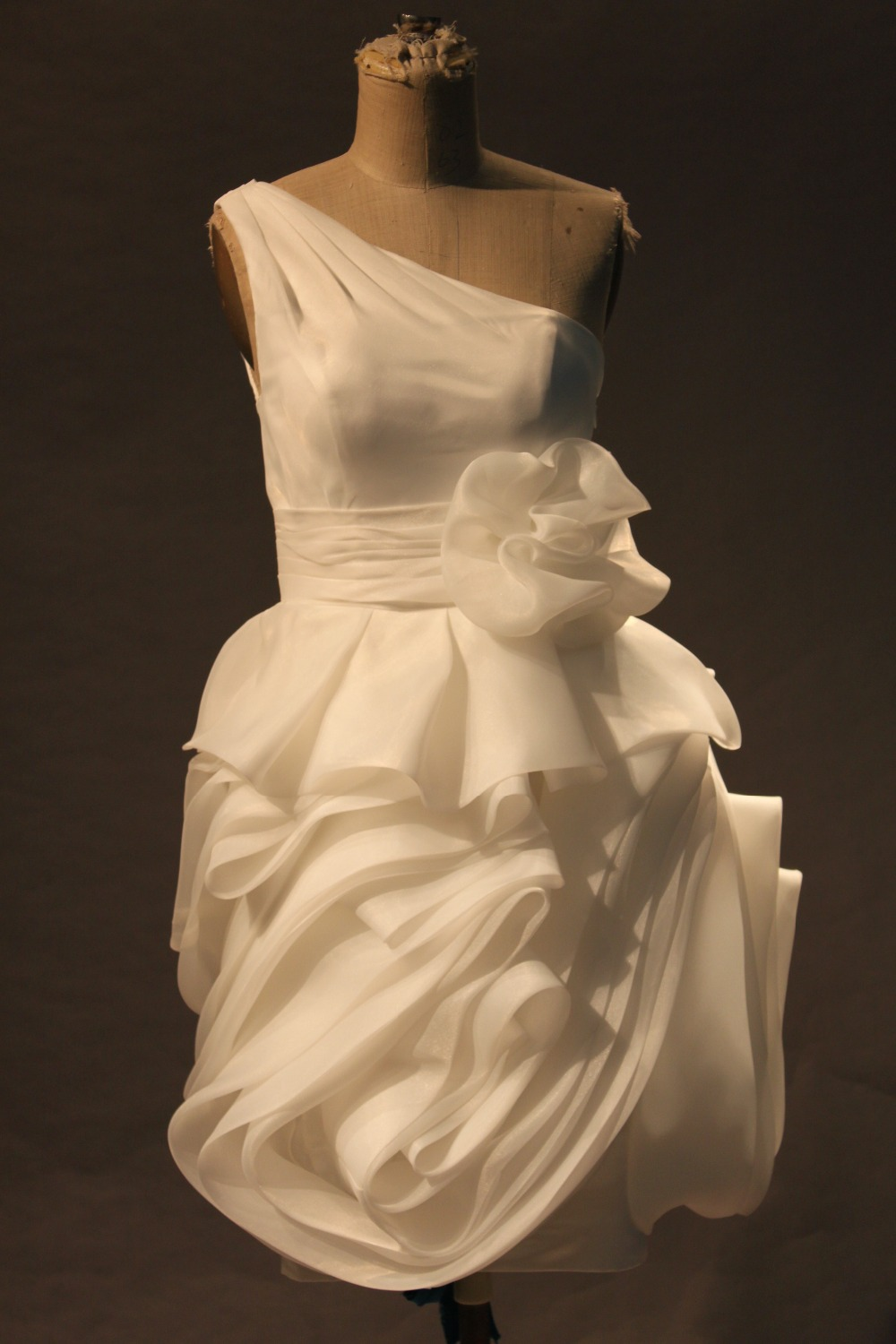ᑐpretty White One Shoulder Shoulder Ruffles Short