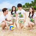 Семья соответствующие одежды пляж курорт дети с коротким рукавом футболки семья взгляд папа мать сын дочь путешествия оборудование