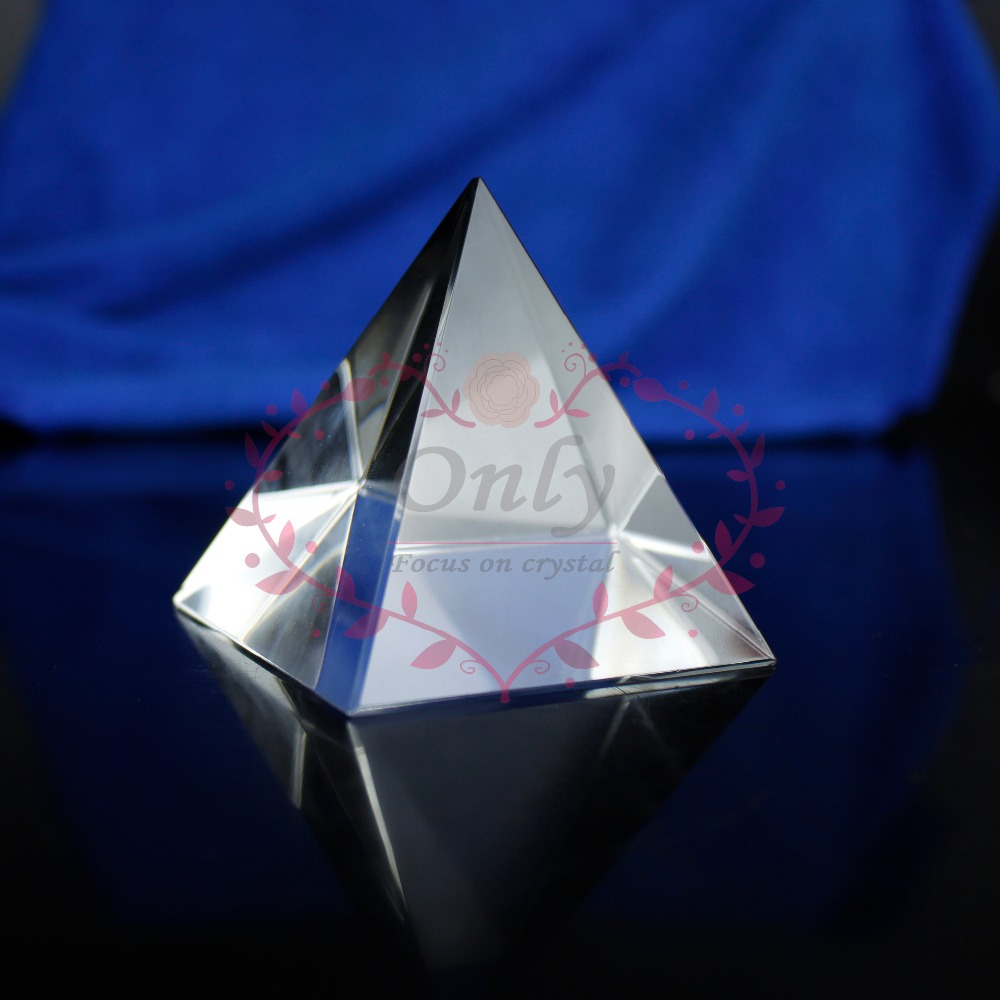 Gratis frakt 60mm Nature Clear Quartz Fengshui Crystal Glass Pyramid Stone Home Decoration