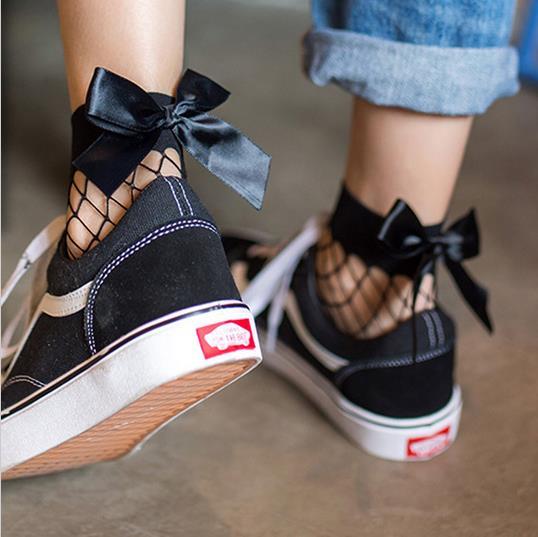 BKLD Fashion 2017 New Women Sexy Black Mesh Short Ankle Socks Christmas Girls Fishnet Socks With Cute Bow Ladies Socks 6 Colors