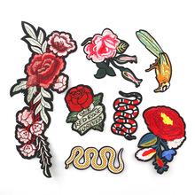 Cute Rose Flower Snake  Floral Collar Sew Patch Applique Badge Embroidered Bust Dress Handmade DIY Craft Ornament Fabric Sticker