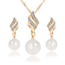 цена на Fashion Women Casual Necklace Earrings Jewelry Sets Crystal Gold Color Big Simulated Pearl Wedding Party Jewelry Sets For Women