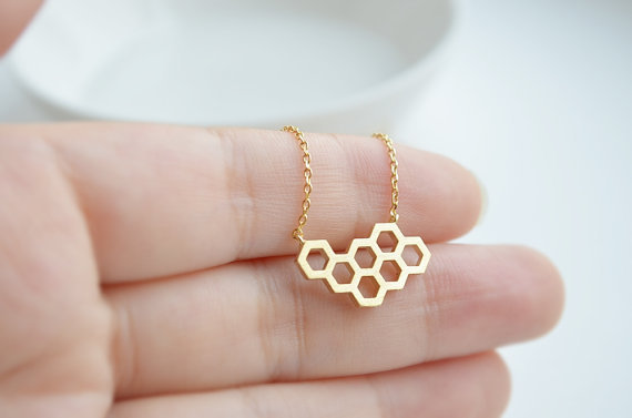 1PCS- Fashion Honey Comb Bee Hive Necklace Cute Honeycomb Necklace