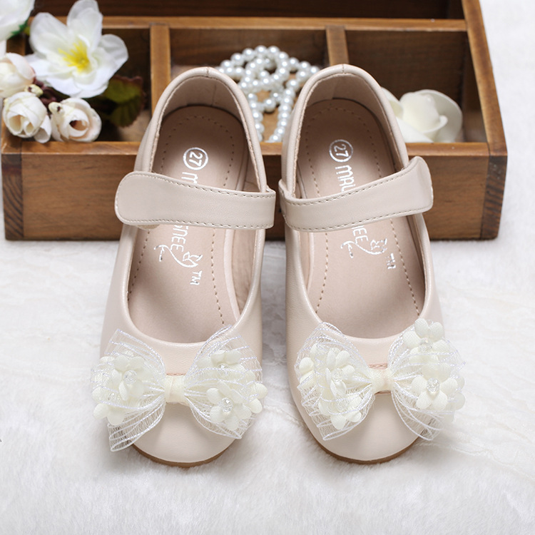 Hot Autumn Girls Shoes Fashion Korean flower bow Children Sneaker Leather  Princess Shoes For Girls Shoes Wedding shoes -in Leather Shoes from Mother    Kids ... 161a2cecb033