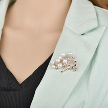 1pc fashion brooch suit pin jeweled pearl deer Christmas clothing accessories direct