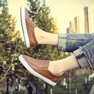 Image 5 - Mode Mannen Loafers Slip Op Casual Lederen Schoenen Heren Comfortabele Mocassins Schoenen Ademende Sneakers 2019 Nieuwe Zwart Wit Flats