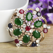 Blucome 2018 New Vintage Style Flower Brooch Crystal Resin Hat Sweater Women Girl Wedding Dress Party Accessories Jewelry Bijoux(China)