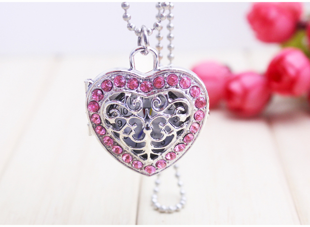 2desigh can choose Silver Hollow Quartz Heart-shaped Pocket Watch Necklace with