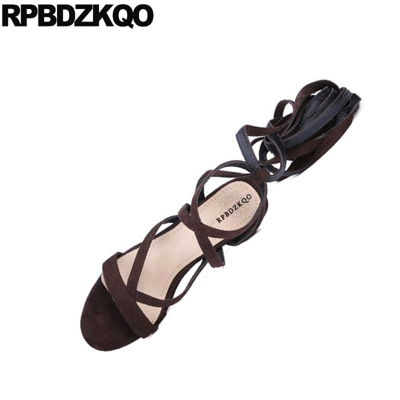 הברך גבוהה נשים זמש סנדלי חום בלוק גדול גודל רצועות גדול גלדיאטור מגפי לקשור פתוחים רומיים עקבים משאבות נעלי כיכר