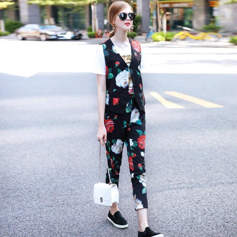 Personnalisé femmes 2018 nouveau concepteur de piste rouge blanc Rose flore imprimé sans manches gilet Top + mollet longueur pantalon costume 2 pièces ensembles