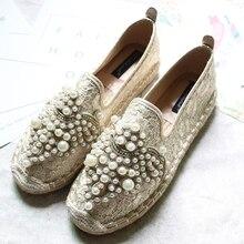 Обувь в рыбацком стиле с кружевными цветами и плетеными жемчужинами; женские модные лоферы с бусинами; Новинка года; эспадрильи без застежки с блестящими кристаллами