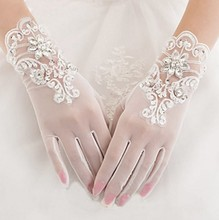Купить с кэшбэком 2020 Short White Tulle Brida Wedding Gloves Wrist Length Lace Appliqued Beaded Woman Bridal Party Gifts 2018 New Arrival